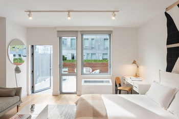 Panoramic Views In Williamsburg Studio With Washer Dryer And Private Terrace